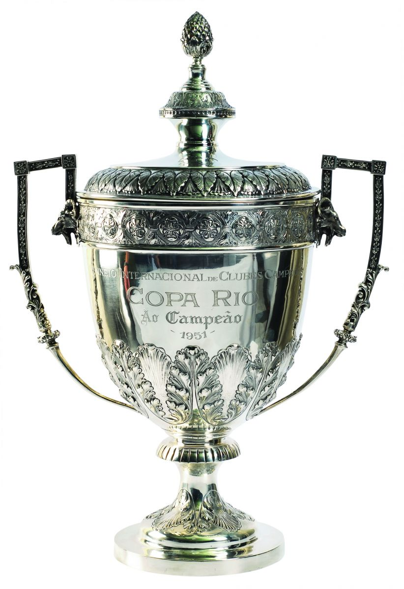 A taça do Torneio Internacional de Clubes Campeões é preservada com orgulho pelo clube